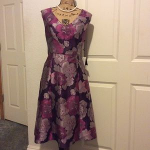 NEW.     Adrianna Papell    Beautiful floral dress